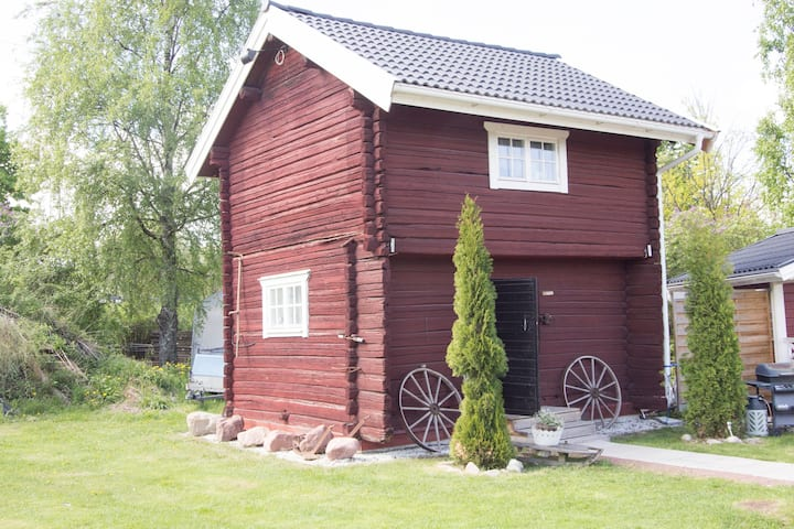 Härbre - stay in a traditional wooden dwelling
