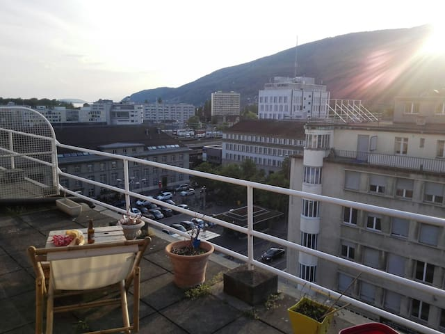 Beau Studio terrasse panoramique - Bienne - Apartment