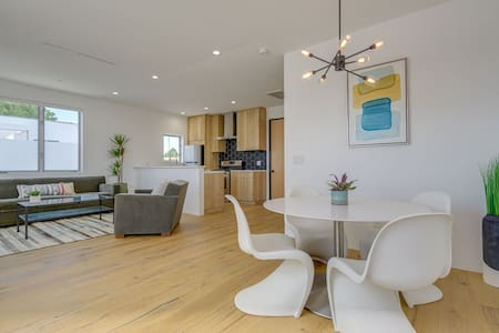 LA Modern Luxury Designer House (Venice Boulevard)