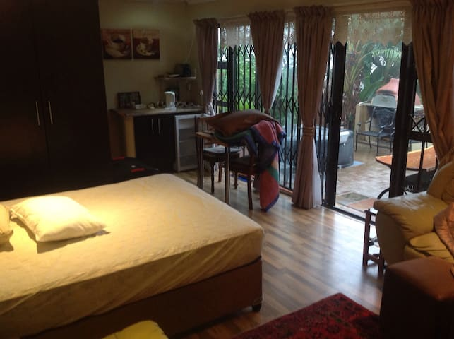 Room with a view - Krugersdorp - Casa