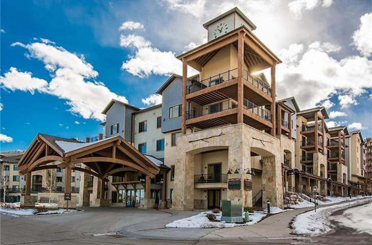 Silverado Lodge, located in Park City Utah, at America's largest ski resort!  Ski or Snowboard Park City resort at Canyons Village!  These rooms book for $130+/nt in the summer and $300+ in winter thru Vail. Ski your EPIC Pass!