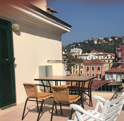 CENTRAL LITTLE APT with TERRACE and WiFi - Bordighera - อพาร์ทเมนท์