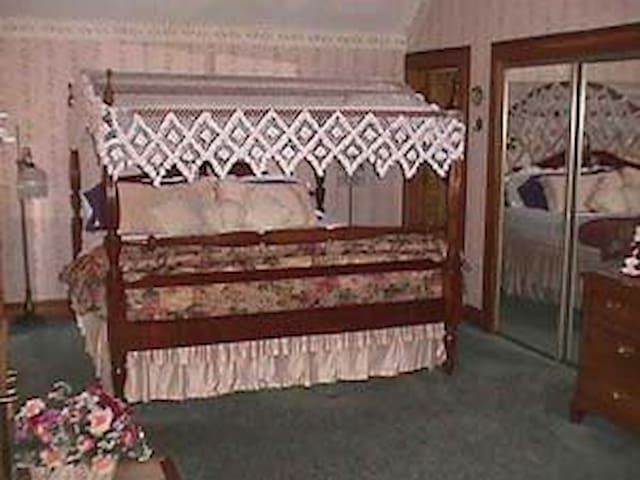 Whisperin' Pines Honeymoon Suite - Hartwick - Bed & Breakfast