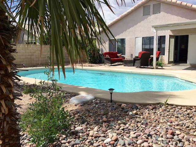NE Phoenix, Close To Everything + Private pool - Phoenix - Casa