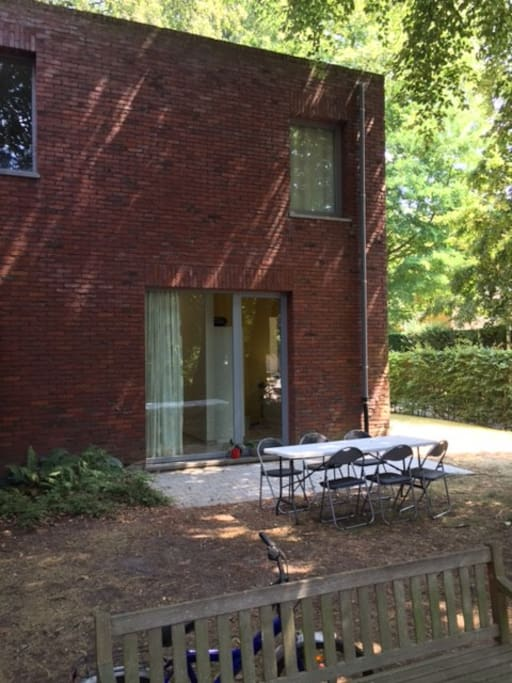 Wheelchair accessible groundfloor appartment in garden, 4km from city center Ghent