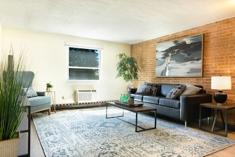 Centrally Located 1 bd/1ba Apartment - CP #204