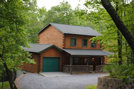 3-storey log cabin, in private woodland setting