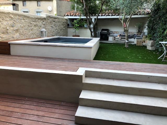 Studio avec terrasse et piscine vue Cité