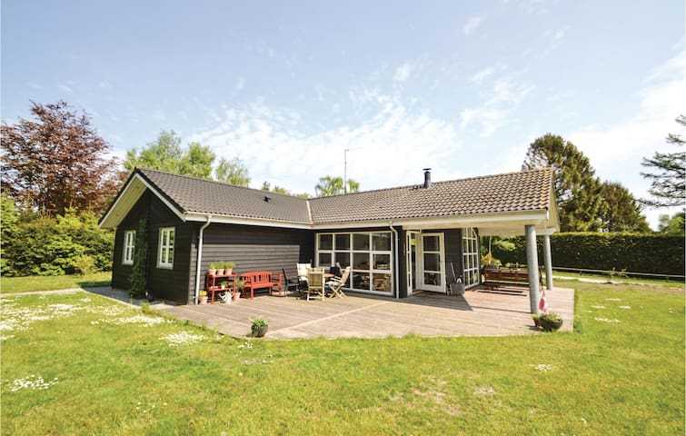 Holiday cottage with 3 bedrooms on 100 m² in Grenaa