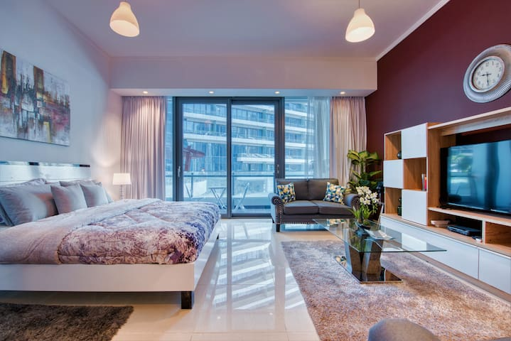 Silverene- Ultra Luxury Studio next to marina mall