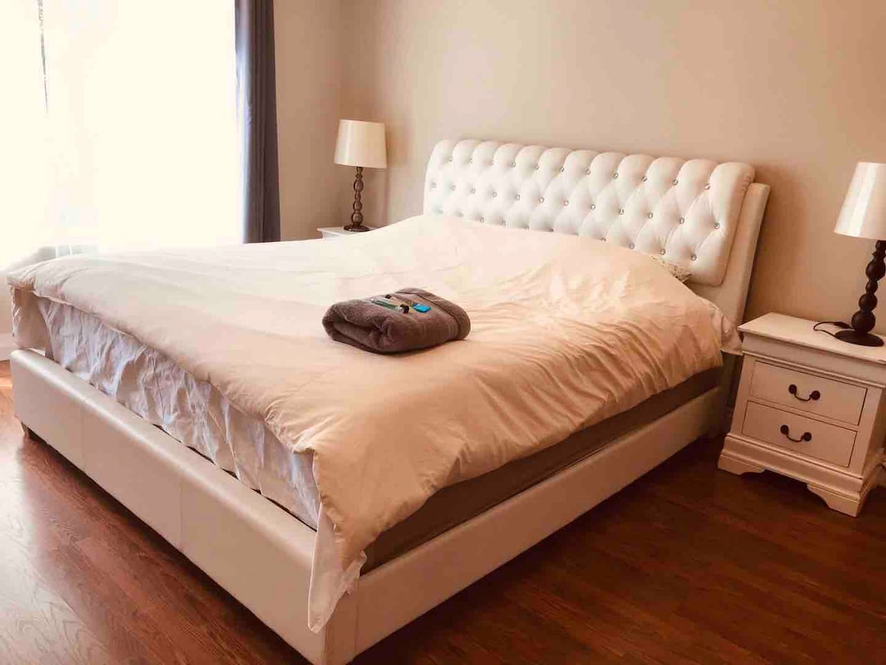 This newly remodels master suite is huge w/lots of natural sunlight. It has a King bed, a dress, two night stands, a desk, and a chair. Room is facing backyard so it's very quiet at night. Blackout curtain provides comfort for a good night sleep.