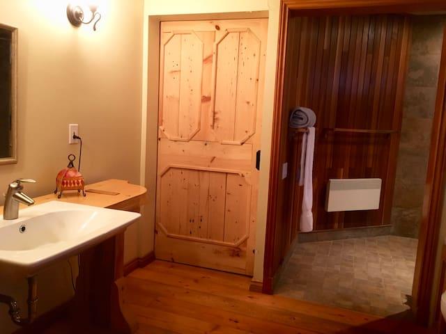 salle de bain rdc (douche)