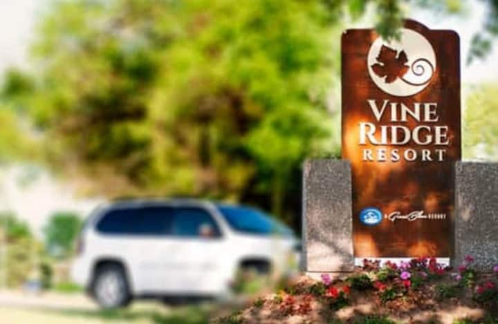 Cozy 3 Bedroom Cottage - Vine Ridge Resort