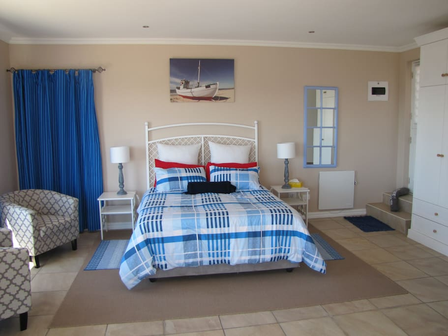 Seaview Room. Spacious with dining table, satellite TV, free wifi, Kitchenette and en-suite bathroom.