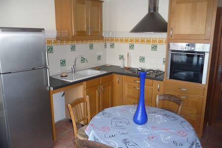 chambre +cuisine aménagée - Goult - House