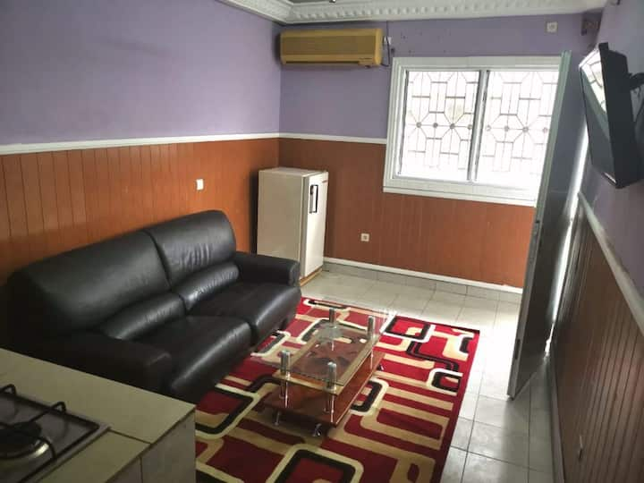Residence MBOA appartement+wifi+parking+veranda