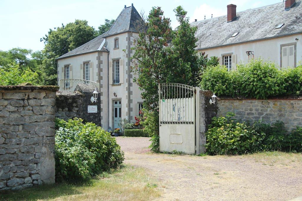 Yurt staat op landgoed Manoir du Chagnot