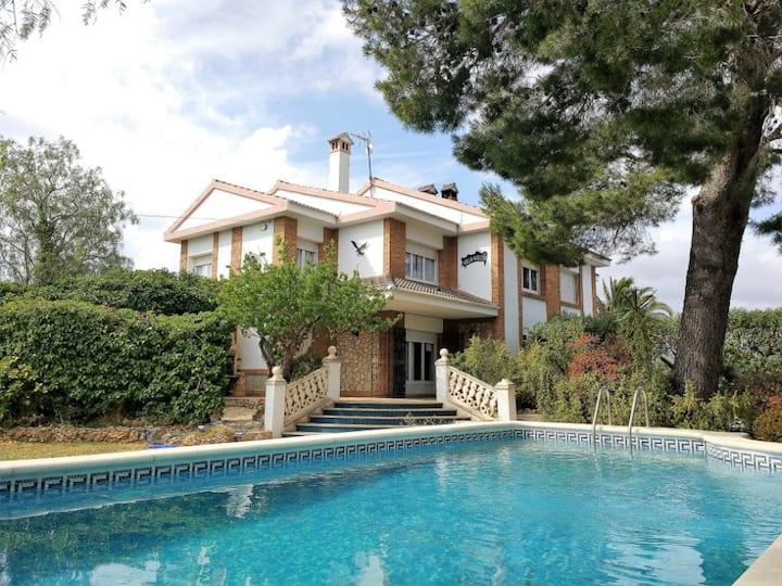 Preciosa villa 8per con piscina privada y barbacoa