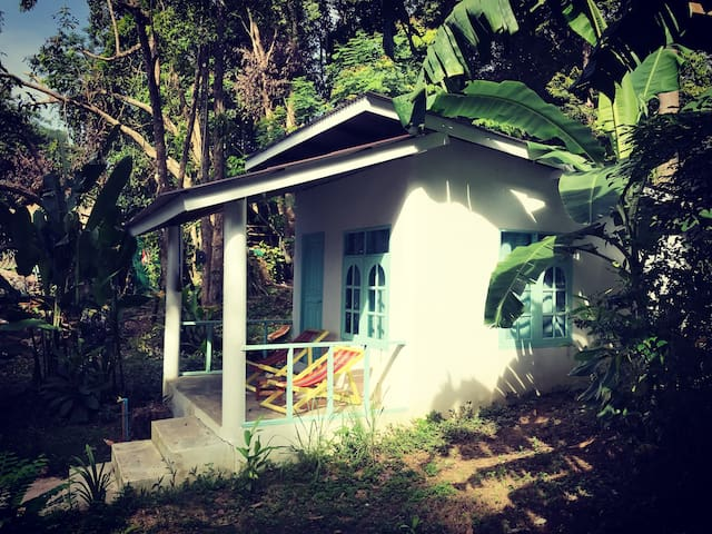Indie Beach-Beachfront bungalow AC 3