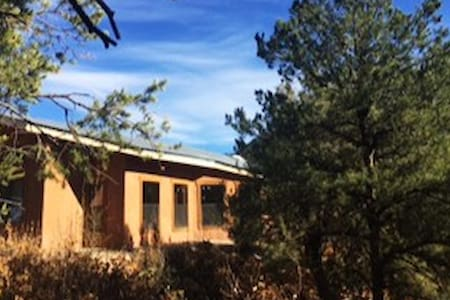 Delightful Jemez Springs Retreat - Jemez Springs - 独立屋