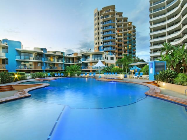 2 Bedroom beachside apartment - Caloundra - Lägenhet