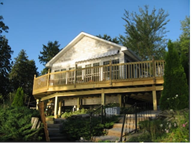 Addison Lakefront Cottage on Lake Champlain - Addison - Bungalou