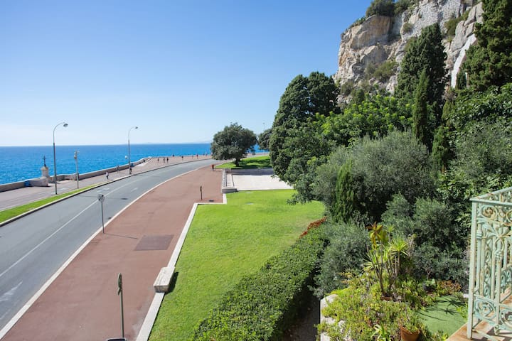 NICE  (12PLG) - Seafront apartment by port of Nice and old town