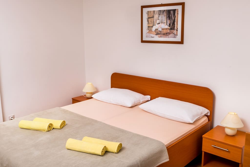In the bedroom you will find two double beds 160x200cm, and one single bed 90x200cm