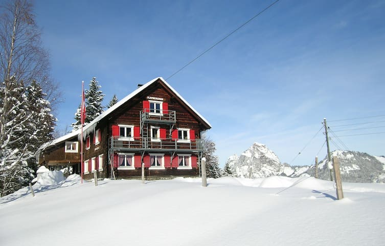 Group accommodation (20-50 p.) with panoramic view - Stoos - House