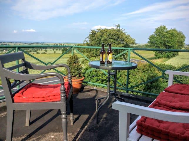 Nyd udsigten fra terrassen