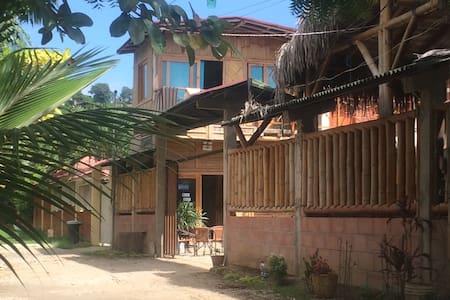 Habitación rodeado de natulareza y cerca la playa - Montañita - Hostel