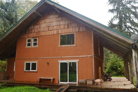 Olympic Peninsula Riverfront Home - Haus