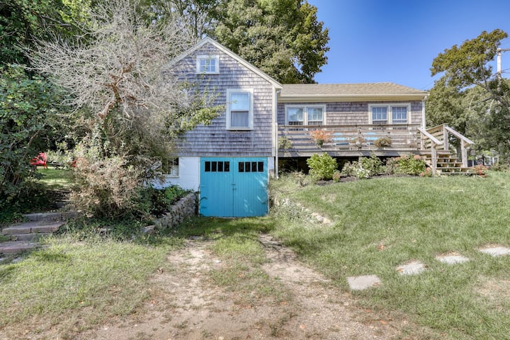Charming, dog-friendly home near beaches and marina!