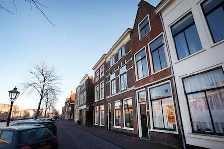 Apartment canal side house, Leiden - Leiden
