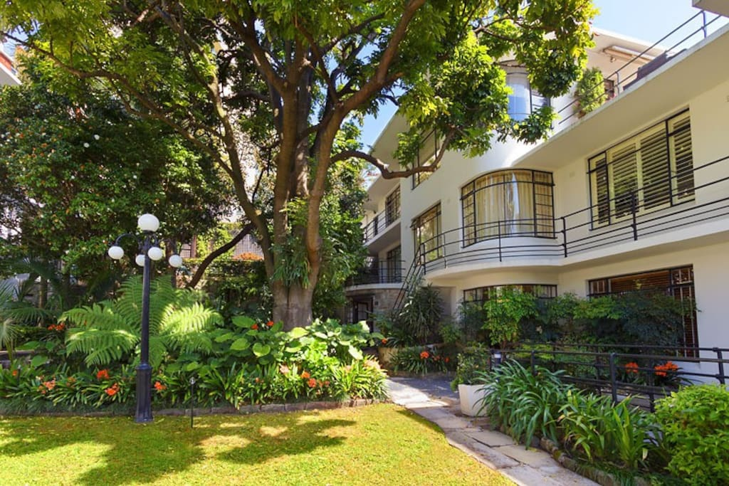 Large Art Deco Garden Oasis Apartments For Rent In Potts