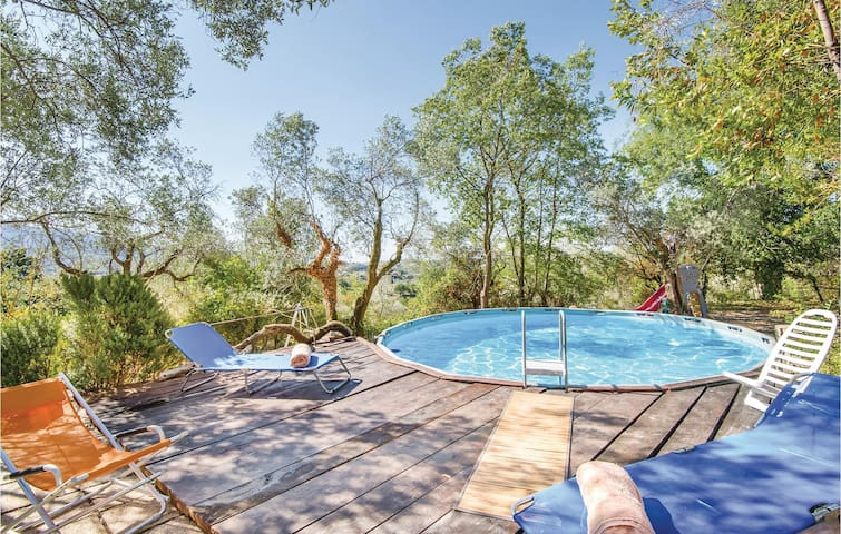 Holiday cottage with 4 bedrooms on 300m² in Vacone RI