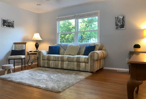 Comfy wooded stay in North Hills - 15 min from all