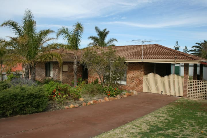 Comfortable home close to beach - Madora Bay - Huis