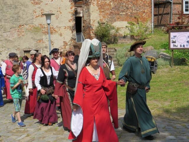 Die Burgruine aus dem 13. Jhrd. ist immer wieder Anziehungspunkt für Hobby-Historiker