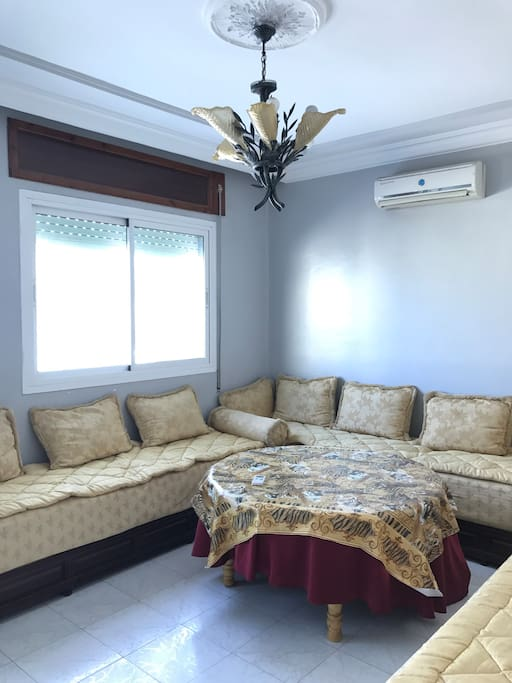 Living room with A/C and a view of the harbour