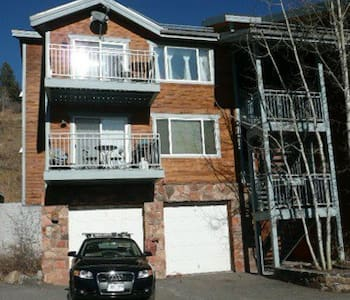 Beautiful/peaceful sunny condo at the base of Chair 1, chair 10, and Chondola. 2 bedrooms, 2 bath.  Sleeps 4-6, great location. Free dial a ride and gondola service, ski passes included for an add price. www.rockymtnrentals.com for more info.