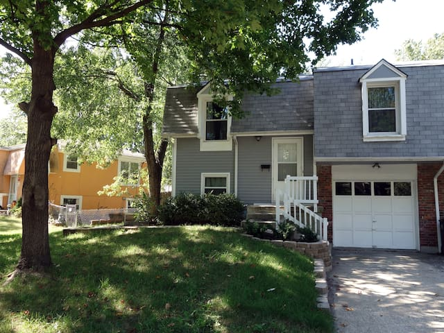 Cozy 3/2 duplex in Overland Park, everything NEW! - Overland Park - House