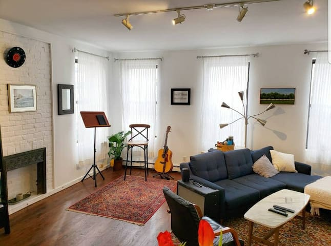 Large Bright 2bd/2bth Apartment - Upper East Side