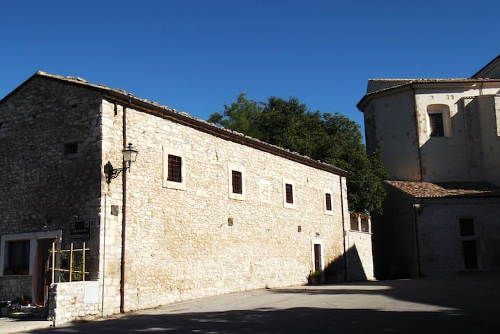 Stanze e colazione a 3 km dal Parco - San Valentino In Abruzzo Citeriore