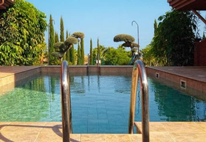 Luxury villa for rent in Benalmáden