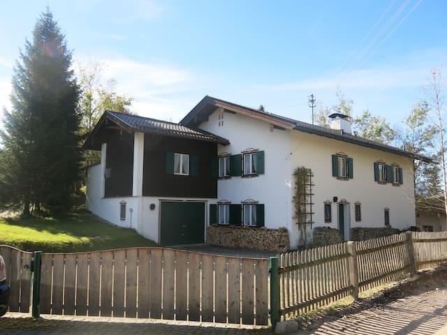 Spacious house with garden - Krün - Ev