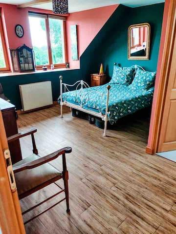 La première chambre pour 2 personnes très comfortable avec son propre salle de bain