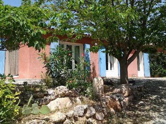 Les Amandiers : Chambres d'hôtes  - Salernes - Dům
