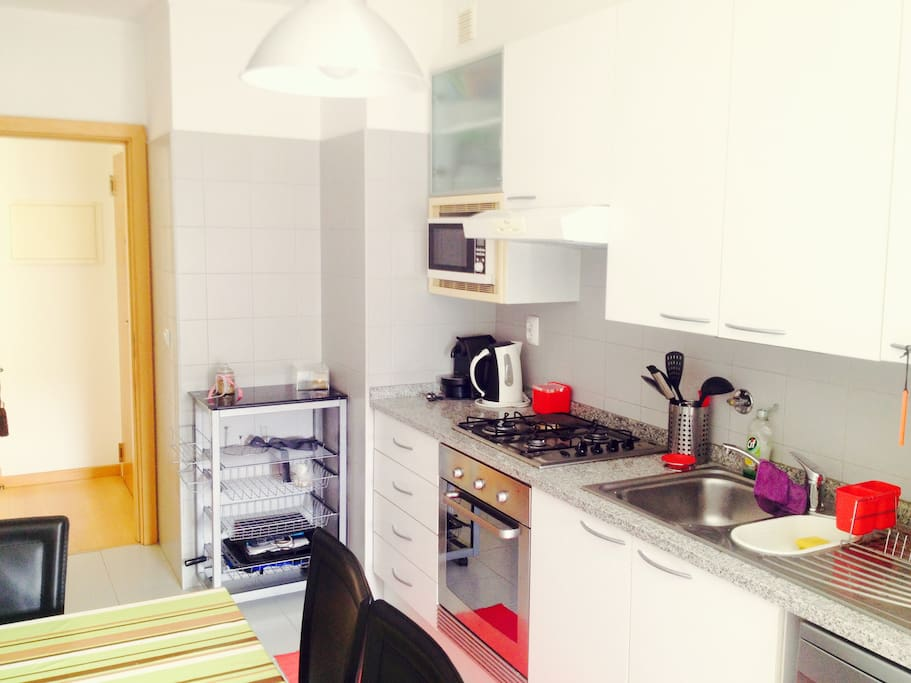Luxury lisbon apartment private garage flats for rent for Apartments with private garage