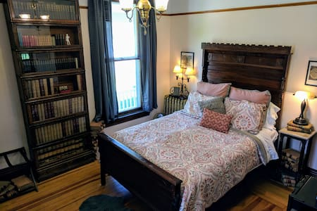 The Old Library is a first-floor room with a queen bed. Originally used as a private study, the room is filled with antique books and furniture from the 1870s.